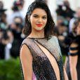 Kendall Jenner deixou o corpo à mostra com o look transparente