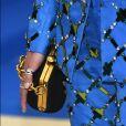 Detalhe da bolsa e das aplicações do conjunto de Aymeline Valade no MET Gala, realizado no Museu Metropolitan, em Nova York, na noite desta segunda-feira, 1º de maio de 2017