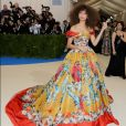 A atriz e cantora Zendaya apostou na grife Dolce & Gabbana para o MET Gala 2017