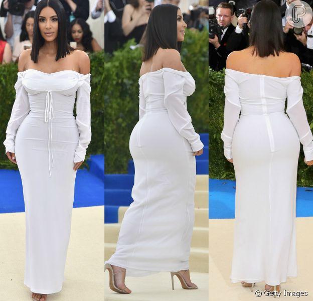 Kim Kardashian apostou na simplicidade ao cruzar o tapete vermelho do MET gala, em 1º de maio de 2017