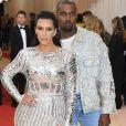 Kim Kardashian usou um vestido da grife Balmain em 2016
