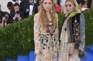 Mary-Kate e Ashley Olsen usam vestidos de noiva vintage no MET Gala. Fotos!