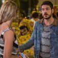 Zeca (Marco Pigossi) tenta impedir Jeiza (Paolla Oliveira) de ir para o batalhão, na novela 'A Força do Querer'