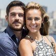 Jeiza (Paolla Oliveira) aceita a proposta de casamento de Zeca (Marco Pigossi) na novela 'A Força do Querer