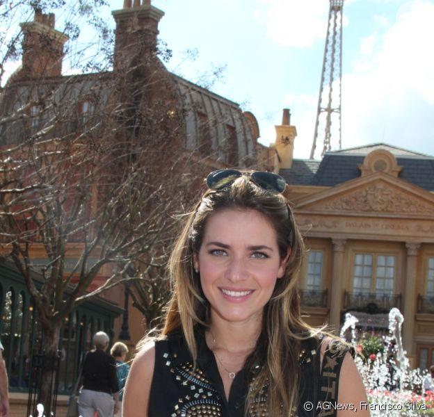 Monique Alfradique participa de lançamento câmera fotográfica em parque da Disney, na Flórida, nos Estados Unidos, em 16 de janeiro de 2013