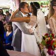 Joana (Aline Dias) e Barbara (Barbara França) subiram ao altar com os namorados, Gabriel (Felipe Roque) e Giovanni (Ricardo Vianna)