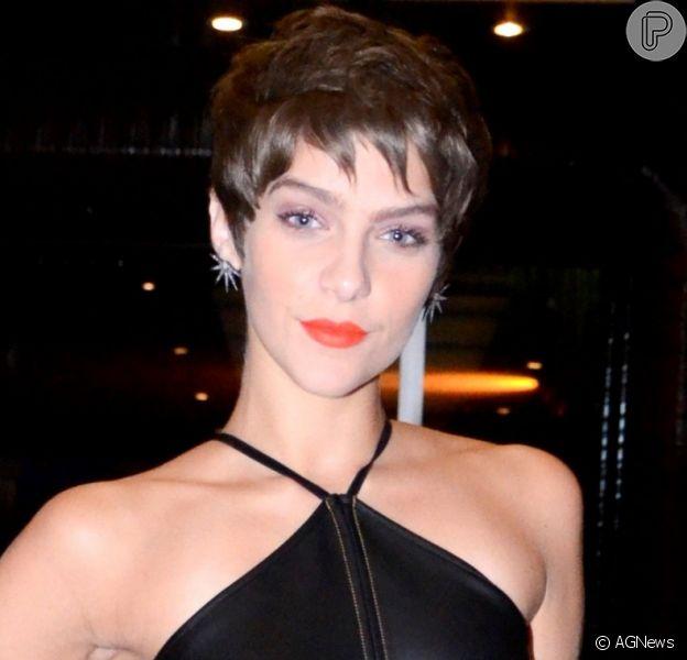 Isabella Santoni rejeita namorar homens frescos: 'Vou ao banheiro de porta aberta'
