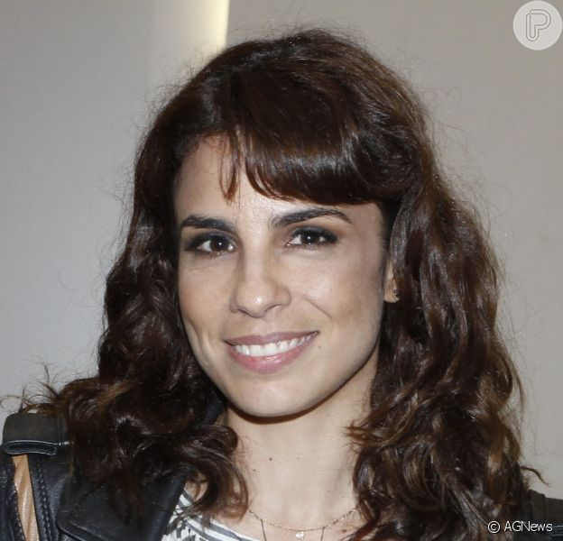 Assessoria de Maria Ribeiro negou namoro da atriz com Eduardo Moscovis. 'Lógico que não', disse, ao Purepeople, nesta segunda-feira, 8 de maio de 2017