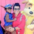 Regina Casé conta que Roque, filho de 4 anos, reconhece racismo: 'Ele pergunta por quê'