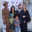Regina Casé, Cris Vianna, Bruno Gagliasso e Giovanna Ewbank posam em jantar beneficente em prol da igualdade racial