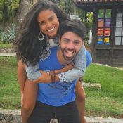 Aline Dias, grávida, não pensa em casamento: 'Não estamos focados nisso'