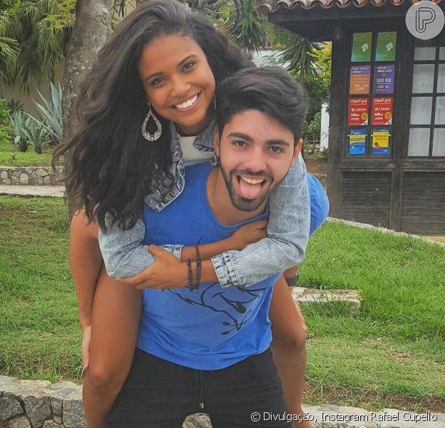 Aline Dias, grávida, diz que ainda não pensa em casamento com Rafael Cupello