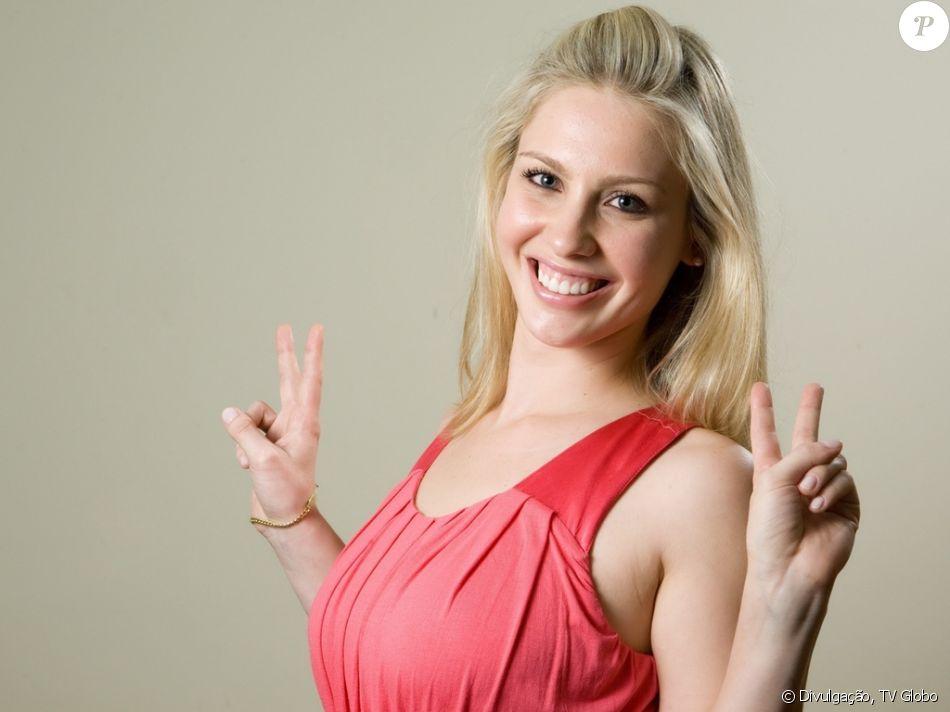 A ex-BBB Ana Carolina pretende congelar os óvulos depois de descobrir um tumor no útero