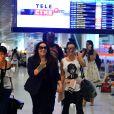 Leticia Lima e Ana Carolina foram flagradas de mãos dadas em aeroporto após assumirem namoro