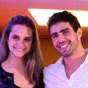 Juliano Laham usa pétalas de rosa para declarar amor à Juliana Paiva: '1 ano'