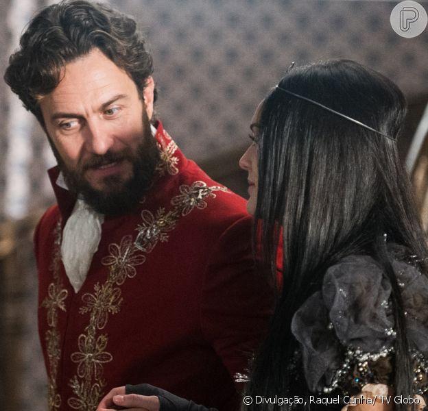 Thomas (Gabriel Braga Nunes) descobre que não é pai da filha de Anna (Isabelle Drummond) e resolve registrar Vitória para usá-la como meio de prender a mocinha a ele, na novela 'Novo Mundo', a partir de 20 de maio de 2017