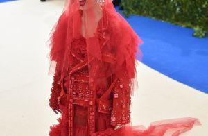 Katy Perry explica corte curtinho: 'Queda de cabelo por ficar loira demais'