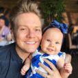 Michel Teló  gosta de mostrar cada novidade da filha, Melinda, para os fãs na web