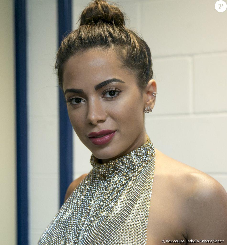 Anitta falou que não se priva de nada por causa da fama