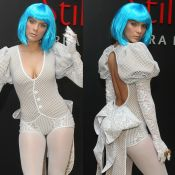 Isabella Santoni usa peruca azul em festa de 22 anos: 'Alice romântica'. Fotos!