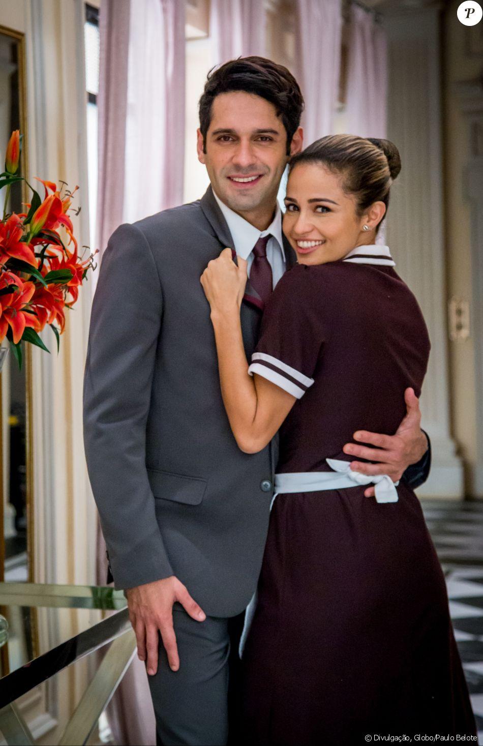 Sandra Helena (Nanda Costa) acredita que está grávida de Agnaldo (João Baldasserini) na novela 'Pega Pega'