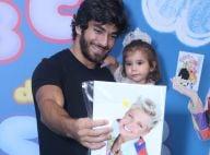Xuxa lança DVD no Rio e filha de Deborah Secco se diverte com o pai, Hugo Moura