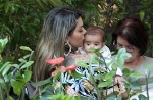 Kelly Key leva o filho Artur, de 3 meses, para almoçar em restaurante do Rio