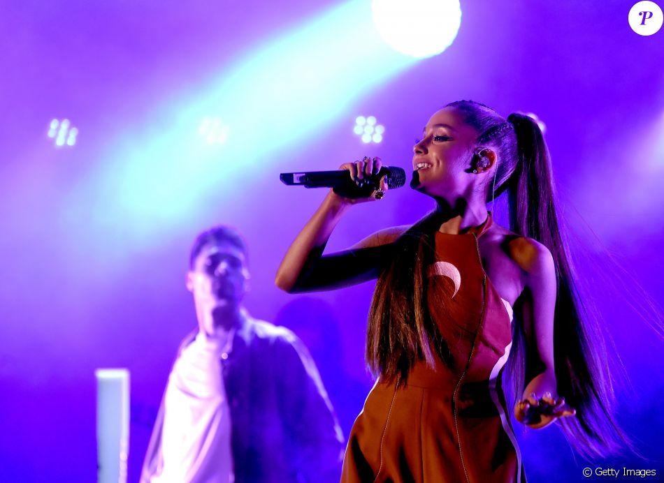Ariana Grande decidiu interromper sua turnê mundial após o ataque terrorista na saída de seu show em Manchester, na Inglaterra, na última segunda-feira, 22 de maio de 2017