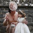 Príncipe George viu a irmã, Charlotte, pisando no vestido da noiva, e quis fazer igual