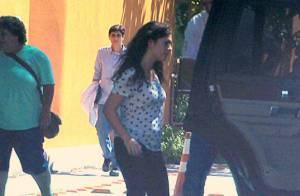 Lívian Aragão deixa hospital após visitar o pai, Renato Aragão, no Rio