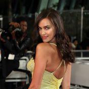 Irina Shayk exibe boa forma com looks fendados em Cannes 2 meses após dar à luz