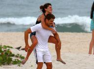 Mariana Goldfarb faz cavalinho em Cauã Reymond após corrida na praia. Fotos!