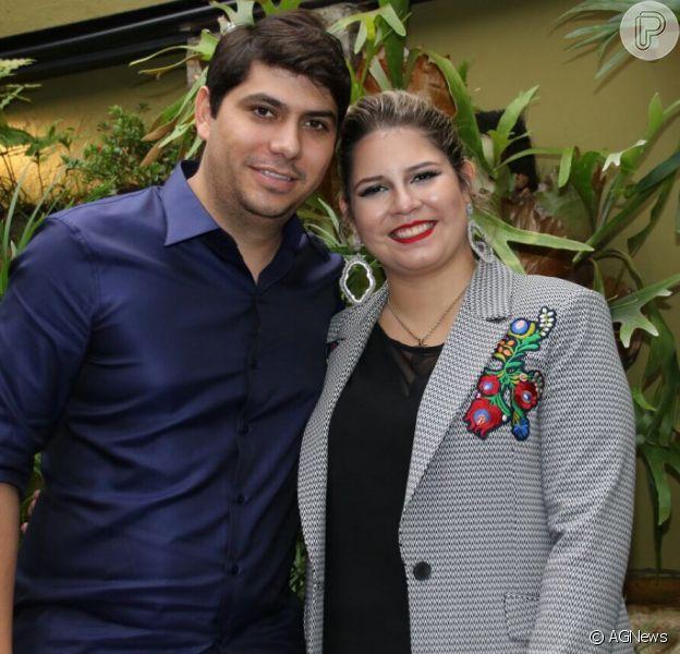 Marília Mendonça se emociona com surpresa do noivo, Yugnir, neste domingo, dia 28 de maio de 2017