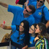 Bruna Marquezine atende fãs em fila durante espera em aeroporto do Rio. Fotos!