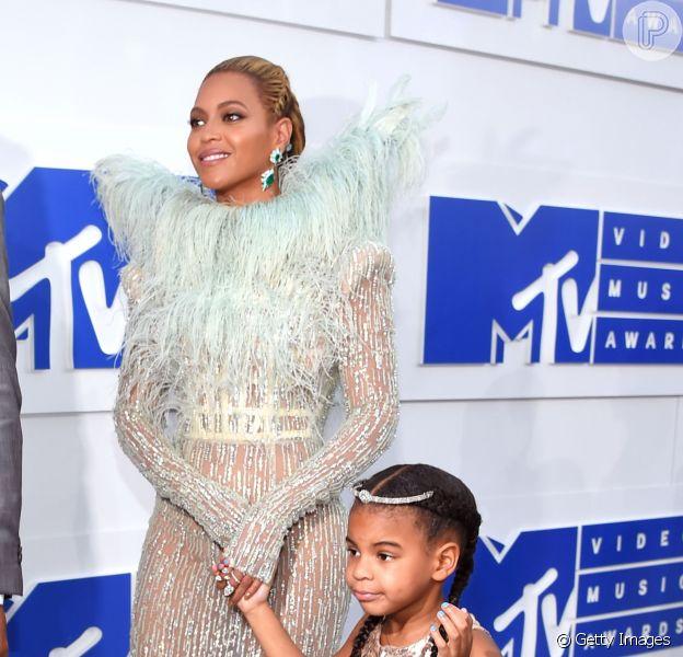Grávida de gêmeos, Beyoncé exibiu foto ao lado da filha, Blue Ivy, de 5 anos, nesta terça-feira, 30 de maio de 2017