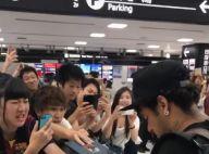 Neymar atende fãs após desembarcar no Japão e distribui autógrafos. Vídeo!