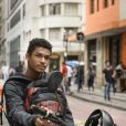 O motoboy Anderson (Juan Paiva) vai conversar com Mitsuko (Lina Agifu) no colégio e é expulso por seguranças, no capítulo de 'Malhação - Viva a Diferença', que vai ao ar dia 9 de junho de 2017