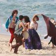 Irreconhecível, Maurício Destri gravou 'Os Dias Eram Assim' em praia