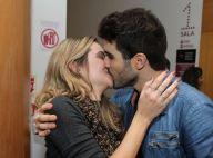 Juliana Paiva e o namorado, Juliano Laham, trocam beijos em pré-estreia. Fotos!