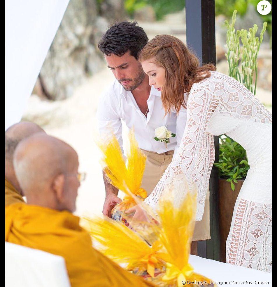 Marina Ruy Barbosa exibiu um clique inédito de sua cerimônia budista com Xandinho Negrão, na Tailândia, em seu Instagram
