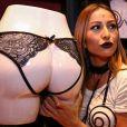 Sabrina Sato chama atenção por look inspirado no sadomasoquismo em evento de lingerie