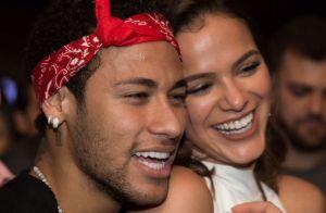 Neymar posta foto com Bruna Marquezine na web e fala de saudade: 'Vem logo'