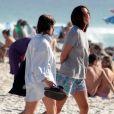 Bruna Linzmeyer deixa praia do Rio com a namorada