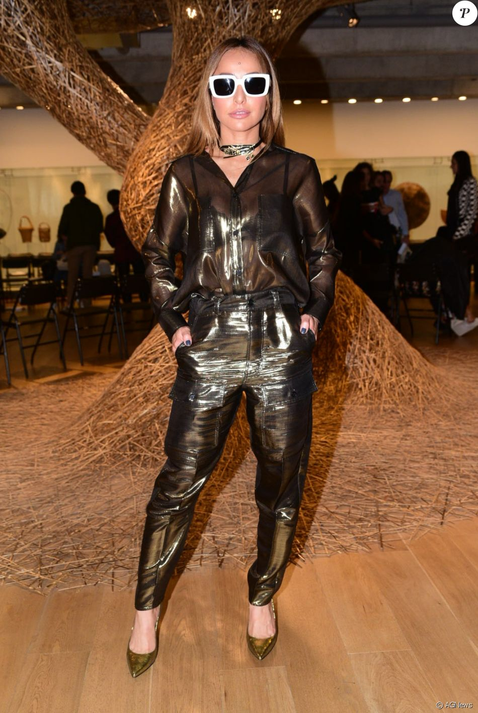 1deaa5f5dcd25 Sabrina Sato prestigiou desfile de Reinaldo Lourenço com look do estilista  nesta segunda-feira