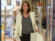 Grávida da 1ª filha, Carol Castro exibe barrigão ao visitar loja de bebês. Fotos