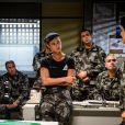 Jeiza (Paolla Oliveira) recebe ordens para ir com uma equipe atrás dos fugitivos do presídio, na novela 'A Força do Querer'