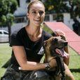 Jeiza (Paolla Oliveira) manda o cão Iron atrás de Bibi (Juliana Paes) e Rubinho (Emilio Dantas) em perseguição ao casal, na novela 'A Força do Querer', em julho de 2017