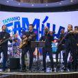 Lucas Lima e sua família são responsáveis pelos números musicais do programa comandado por Márcio Garcia