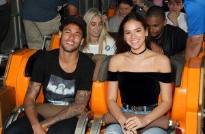 Bruna Marquezine alia conforto e estilo em looks de viagem com Neymar. Detalhes!