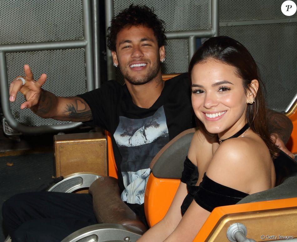 Bruna Marquezine e Neymar foram flagrados aos beijos por uma fã em uma boate de Las Vegas, nos Estados Unidos. Veja abaixo!